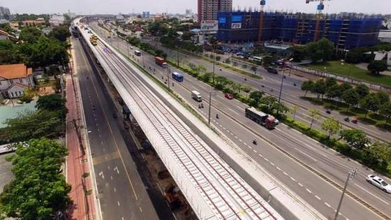 Công đoạn lắp ray trên cao cho tuyến metro Bến Thành - Suối Tiên đã hoàn tất (Ảnh: Quốc Hùng)