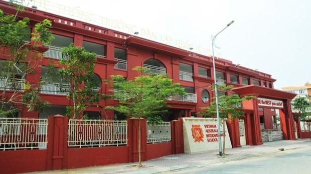 Trường dân lập quốc tế Việt Úc (VAS) gửi email yêu cầu phụ huynh phải nộp đủ tiền học phí của cả năm học (Ảnh: VAS)
