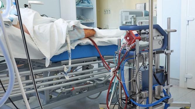 Bệnh nhân 91 đang được can thiệp ECMO, phổi trái đông đặc 1/2, dương tính trở lại (Ảnh: SYT)