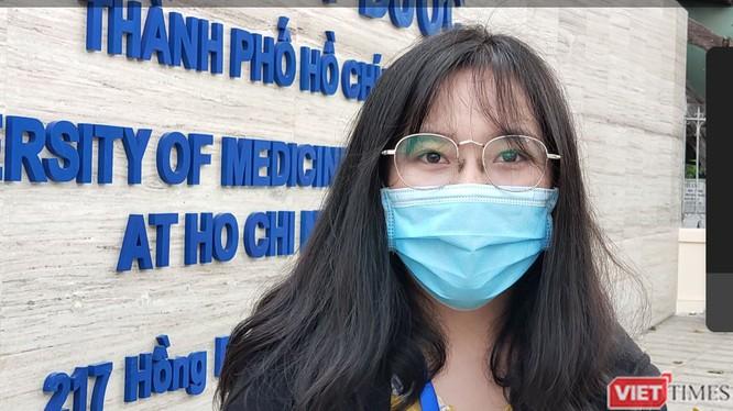 Sinh viên ĐH Y Dược TP.HCM đi học trở lại, mỗi lớp không quá 20 sinh viên (Ảnh: Hòa Bình)
