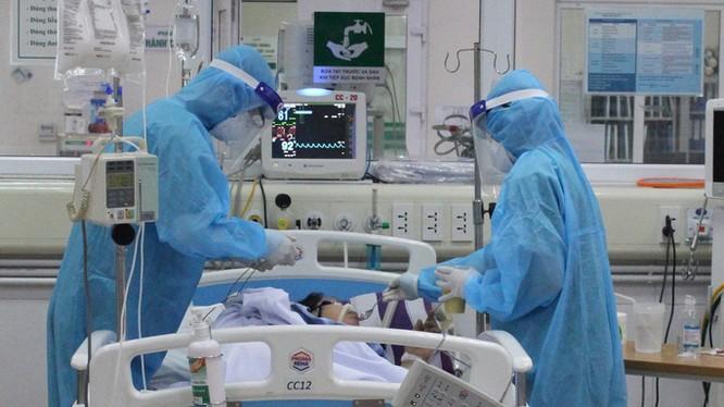 Chiều nay chuyển viện đưa bệnh nhân 91 sang BV Chợ Rẫy (Ảnh: TTXVN)