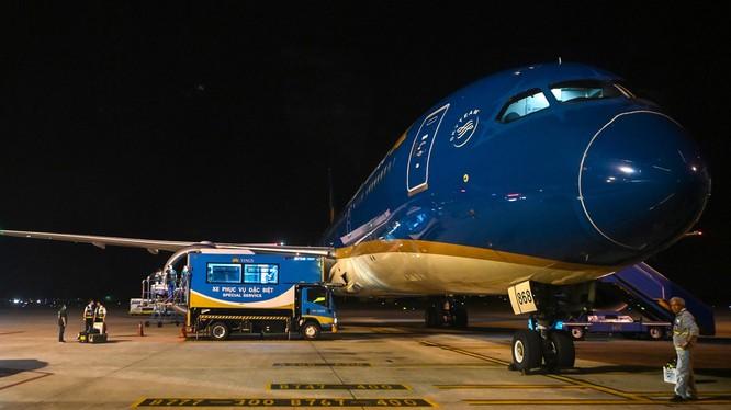 Phi công người Anh hồi hương trên dòng máy bay hiện đại nhất của hãng Boeing mà mình từng cầm lái. Ảnh: Zing