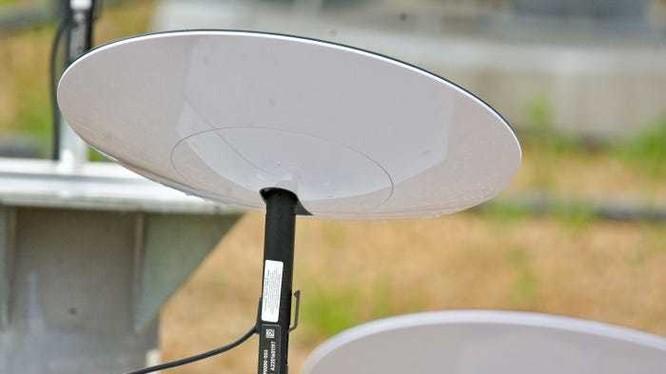 Ăng ten cỡ nhỏ của SpaceX cho dự án Internet vệ tinh Starlink (Ảnh: Darkpenguin22/Reddit)