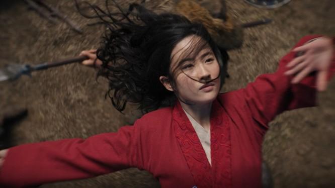 """Mulan (Hoa Mộc Lan) bị coi là """"chiếc áo quá khổ"""" với """"thần tiên tỷ tỷ"""" Lưu Diệc Phi (Ảnh: Disney)"""
