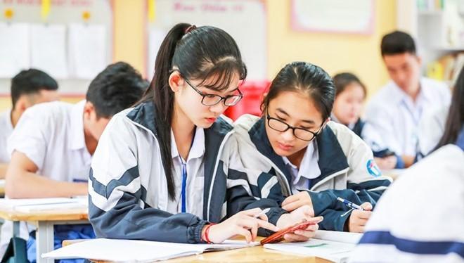 Đa phần cho rằng không yên tâm được với việc học sinh được sử dụng điện thoại trong giờ học (Ảnh: Thúy Nga)