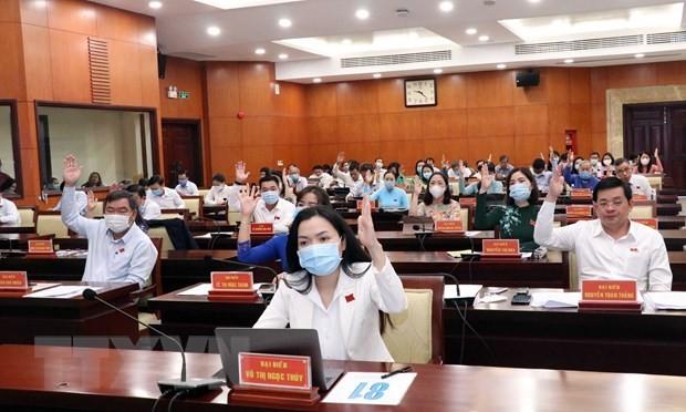 Các đại biểu HĐND TP.HCM biểu quyết thông qua Dự thảo Nghị quyết. (Ảnh- Xuân Khu)