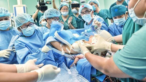 Ca phẫu thuật tách cặp song sinh Trúc Nhi - Diệu Nhi (Ảnh: Duyên Phan)