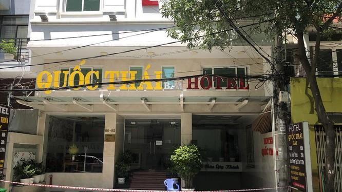 Khách sạn nằm ở số 90 đường số 7, KDC Trung Sơn, xã Bình Hưng, huyện Bình Chánh, TPHCM vẫn đang được phong tỏa. Ảnh: Anh Tú