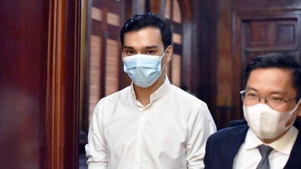 Tiếp viên Dương Tấn Hậu lãnh án 2 năm tù treo nhưng vẫn phàn nàn là không đáng xử lý hình sự (Ảnh: Ngọc Phượng)