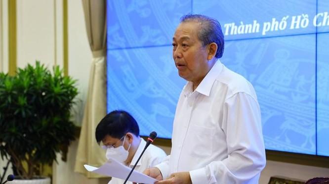 Phó Thủ tướng Thường trực Chính phủ Trương Hòa Bình chỉ đạo tại buổi làm việc sáng hôm nay 28-4. Ảnh: Huyền Mai