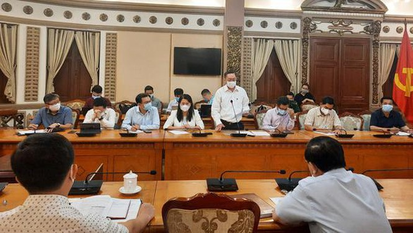 TP.HCM họp khẩn về COVID-19 sáng 30-4 sau khi ghi nhận ca nhiễm mới trong cộng đồng – Ảnh: Thu Hiến