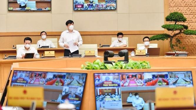 Bộ trưởng Bộ Y tế Nguyễn Thanh Long báo cáo tại hội nghị sáng 29/5- Ảnh: VGP/Nhật Bắc