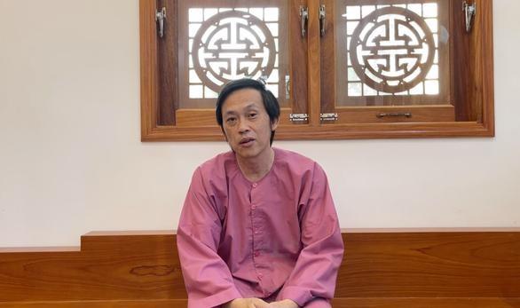 Hoài Linh trong video giải trình công tác từ thiện (Ảnh cắt từ video)