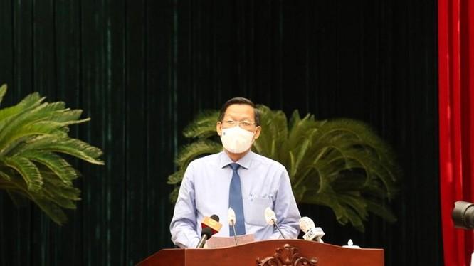 Ông Phan Văn Mãi phát biểu sau khi nhậm chức. Ảnh- Long Hồ
