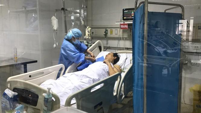 Bệnh nhân 49 tuổi được ghép gan chia đã tỉnh táo