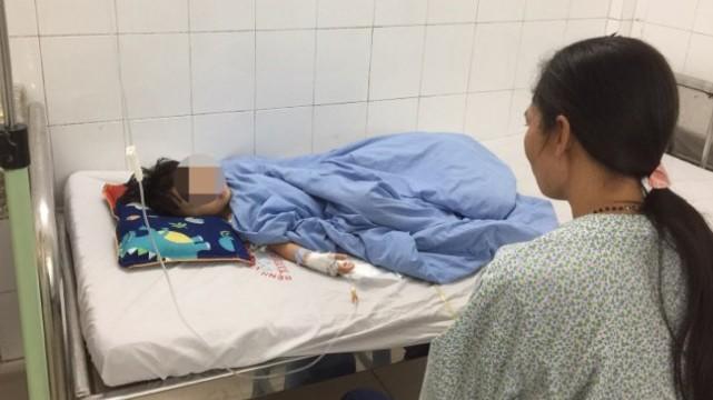 Bé Y. đang điều trị tại Bệnh viện đa khoa Xanh Pôn