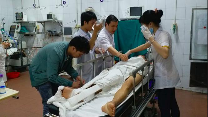Cấp cứu cho bệnh nhân tai nạn giao thông tại Bệnh viện Hữu nghị Việt Đức