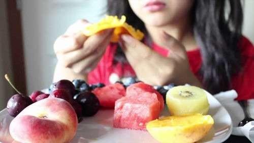 Nếu luôn cảm thấy đói, chắc chắn lối sống của bạn đang mất cân bằng (Ảnh minh họa)