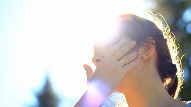 Khi trời nắng gay gắt, người dân cần chủ động bảo vệ sức khỏe để tránh rơi vào tình trạng sốc nhiệt.