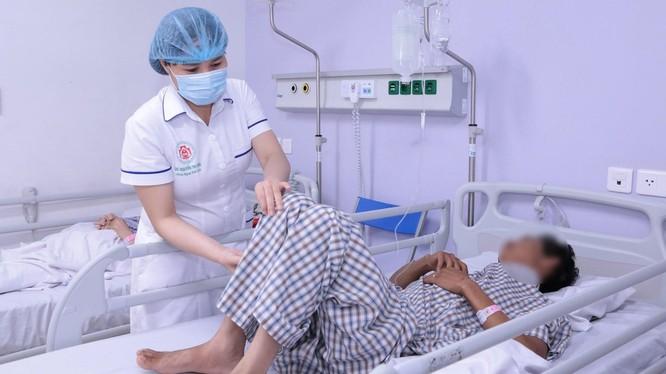 Bệnh nhân N.V.G đang điều trị tại Khoa Ngoại - Thần kinh, Bệnh viện TWQĐ 108.