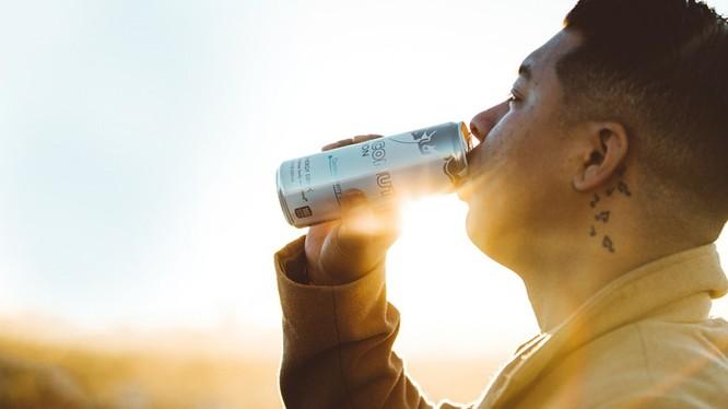 Uống nhiều nước tăng lực gây hại cho sức khỏe của chính người sử dụng.