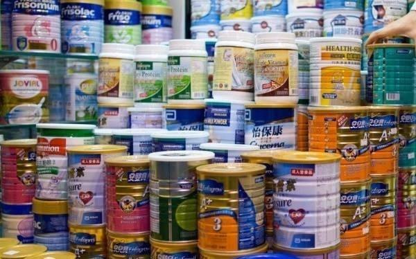 Một vài dòng sữa công thức được xếp loại là thực phẩm chức năng dành cho trẻ dưới 6 tuổi.