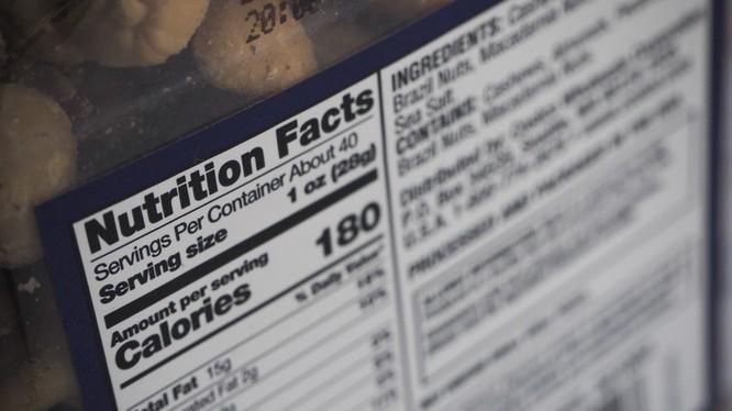 Trên vỏ của mỗi thực phẩm đóng hộp hoặc đóng gói, nhà sản xuất ghi nhãn dinh dưỡng để giúp người tiêu dùng lựa chọn sản phẩm phù hợp với sức khỏe.