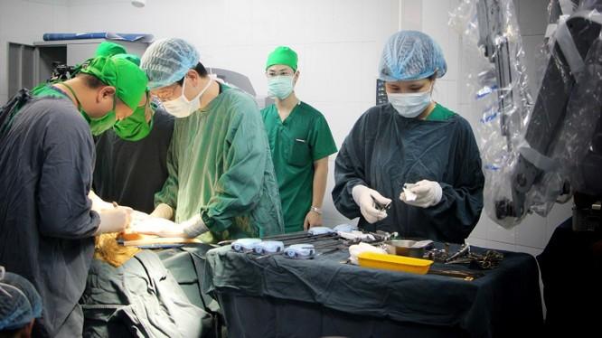 Một ca phẫu thuật tại Bệnh viện Nhi Trung ương.