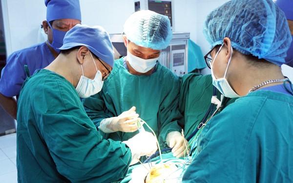 Một ca phẫu thuật tại Bệnh viện Hữu nghị Việt Đức (Ảnh: Bệnh viện Hữu nghị Việt Đức)