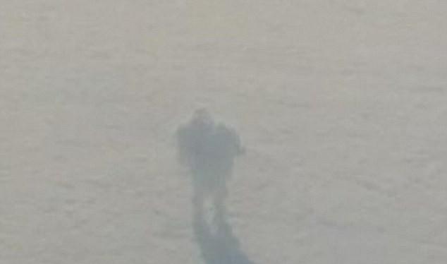 Hành khách trên máy bay bất ngờ chụp được ảnh robot khổng lồ