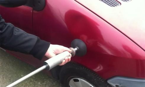 Video: Chỉ 1 phút để sửa vết móp ôtô