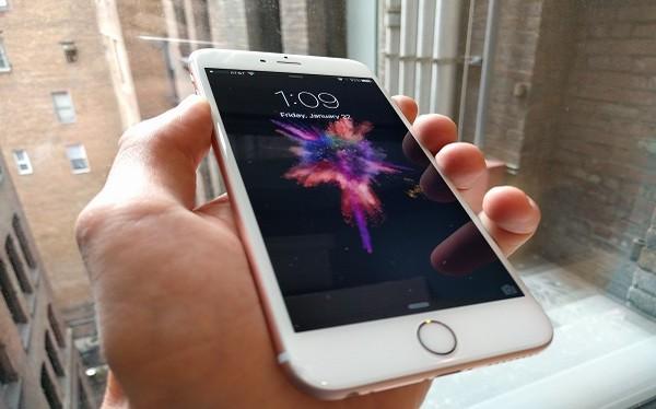 Sắp có iPhone màn hình uốn cong?