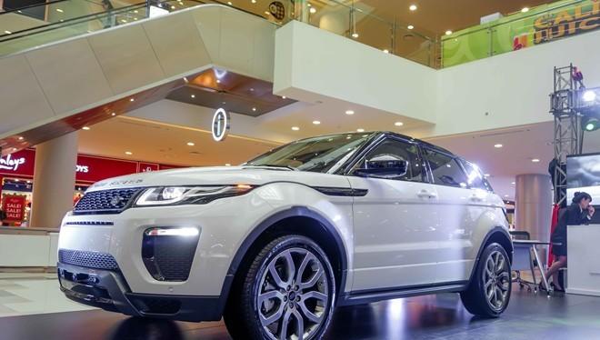 """Video: 1 phút """"đột nhập"""" nhà máy sản xuất Land Rover"""