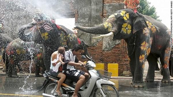 Kỳ thú lễ hội Lễ hội Songkran - Thái Lan