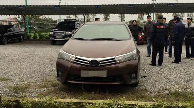 """Hà Nội: Hàng loạt ô tô bị ăn trộm logo và """"vặt gương"""" trong bãi gửi xe"""