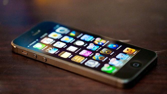 Cận Tết, iPhone 5 lock giảm giá 'kịch sàn'