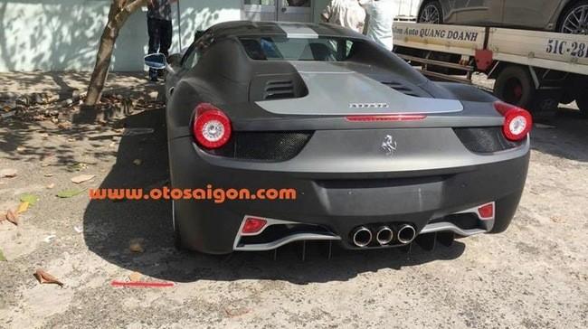 """Đại gia Trung Nguyên gây choáng với """"của độc"""" Ferrari 458 Spider"""