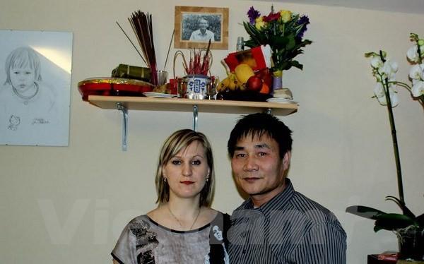 Chị Vera và anh Đinh Hóa.