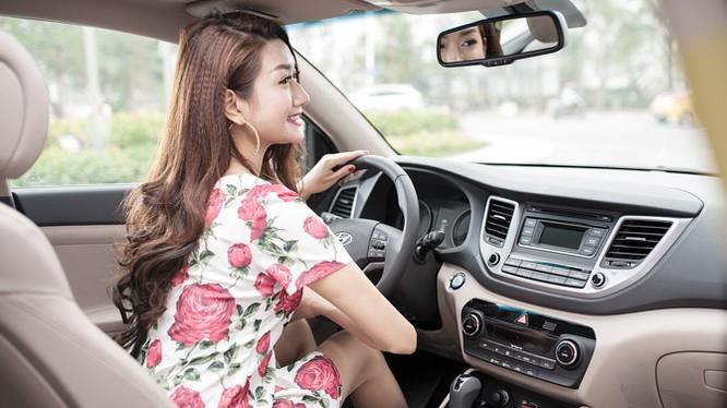 """Người đẹp """"đọ dáng"""" cùng Hyundai Tucson 2016"""