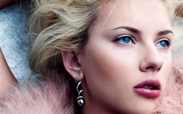 """Số lần Scarlett Johansson đứng đầu các bảng xếp hạng người đẹp của phương Tây có lẽ là """"không đếm xuể"""". Với thân hình nóng bỏng, gương mặt xinh đẹp, ngôi sao người Mỹ được cho là người kế vị """"biểu tượng gợi cảm"""" Marilyn Monroe"""