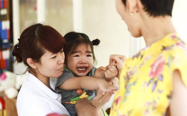 Xuân Lan bủn rủn thấy con khóc khi đi học sau Tết
