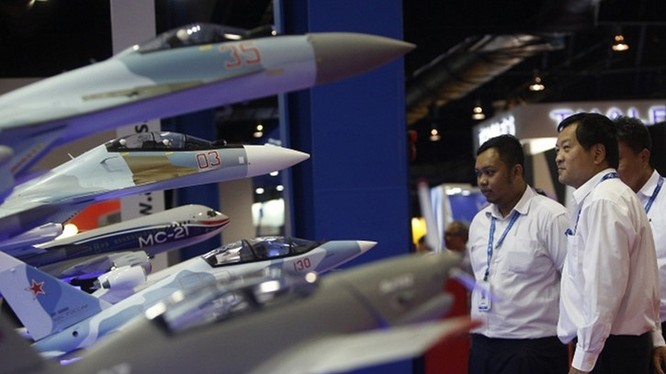 Mô hình các dòng máy bay Su do hãng Sukhoi của Nga tại triển lãm Hàng không Singapore 2016. Ảnh EPA