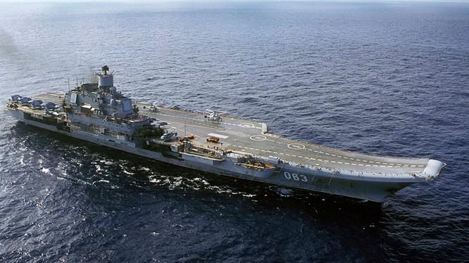 Nhà máy đóng tàu Nikolayev South khởi đóng tàu sân bay Kuznetsov từ năm 1982, hạ thủy vào năm 1985. Đến năm 1995, chiếc Đô đốc Kuznetsov mới hoạt động một cách đầy đủ. (Ảnh: AP)