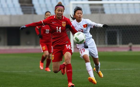 Chiều 29/2, ĐT nữ Việt Nam (áo trắng) đã bước vào trận đấu ra quân gặp ĐT nữ Trung Quốc ở vòng loại thứ 3 Olympic Rio 2016