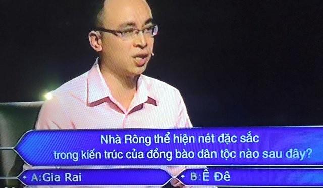 """MC Lại Văn Sâm và """"Ai là triệu phú"""" gây tranh cãi"""