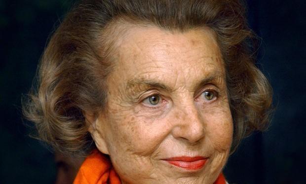 Liliane Bettencourt sinh năm 1922, mang quốc tịch Pháp và là cổ đông lớn nhất của tập đoàn L'Oréal. Hiện tại, bà là người phụ nữ giàu nhất thế giới và xếp thứ 11 trong bảng những người giàu nhất của Forbes với tài sản ròng là 36,1 tỷ USD. Trong năm qua, k