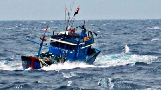 Một tàu cá Quảng Nam bị tàu Hải cảnh Trung Quốc tấn công cướp phá ngư cụ