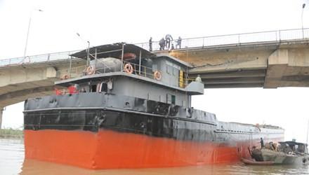 Hiện trường sự cố tàu đâm va cầu An Thái (Hải Dương). Ảnh: Đỗ Hoàng