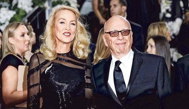 Người mẫu Jerry Hall vừa lên xe hoa với tỷ phú truyền thông Rupert Murdoch vào đầu tháng 3 vừa qua.