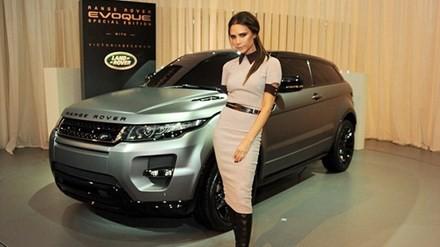 Chiếc xe được rao bán trên danh nghĩa cha của Victoria Beckham thông qua Looker, một đại lý bán xe second-hand có tiếng ở Hertfordshire (Anh).